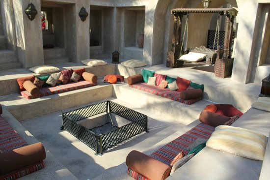 Bab Al Shams Desert Resort & Spa: fireplace seating area