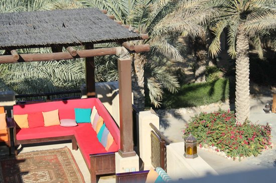 Bab Al Shams Desert Resort & Spa: outdoor lounge and shisha area