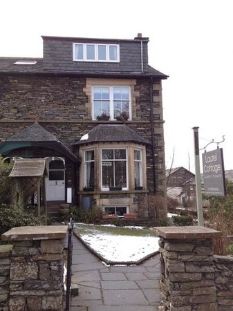 Laurel Cottage Windermere: Laurel Cottage in the March snow