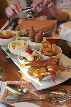 Bab Al Shams Desert Resort & Spa: appetizer sampler