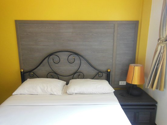 Rambuttri Village Inn & Plaza: my room