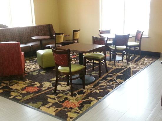 Quality Inn: Lobby/Sitting Area