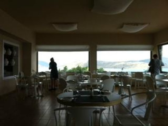SENTIDO Elounda Blu: dining area at the end of lunch-time service