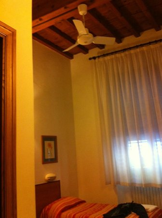 Foresteria Valdese Firenze: Interno camera