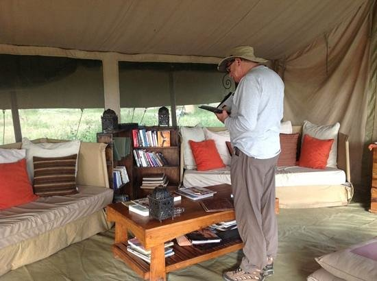 Olakira Camp, Asilia Africa: Lounge area