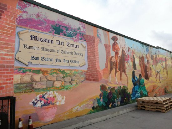 sign explaining the Old Spanish Trail - Picture of Mission San