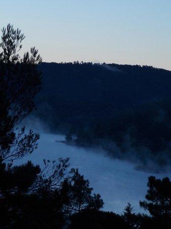 Les Gites du Lac : levé du jour sur le lac