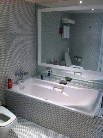 Pullman Bangkok Hotel G: sogar Badewanne