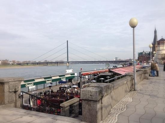 Rheinuferpromenade: レストラン