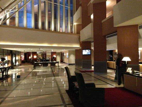 Southern Sun O.R Tambo International Hotel: Lobby