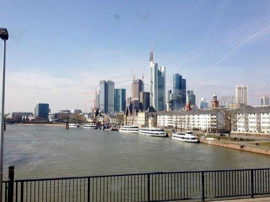 Frankfurt City Tour: Financial District