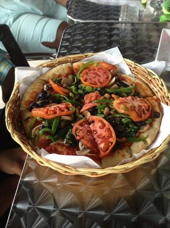 Mongoose Jamaica Restaurant and Lounge : vegetable pizza