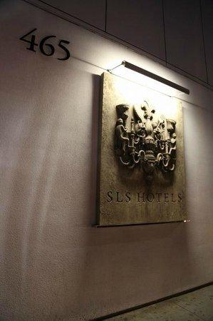 SLS Hotel at Beverly Hills: エントランス