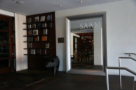 SLS Hotel, A Luxury Collection Hotel, Beverly Hills: 1Fレストラン入り口