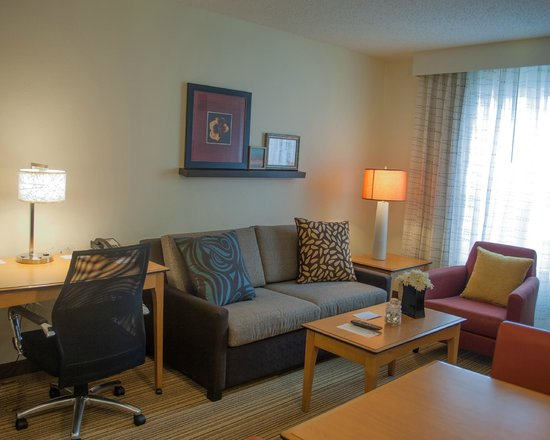 Residence Inn Harrisburg Carlisle: Living Room Area Studio King Suite