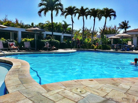 Maui Coast Hotel: Poolside at MCH