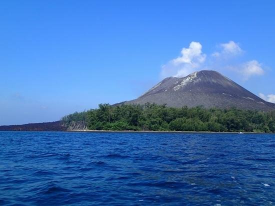 Anak Krakatau Nature Reserve : the beach of the Krakatoa