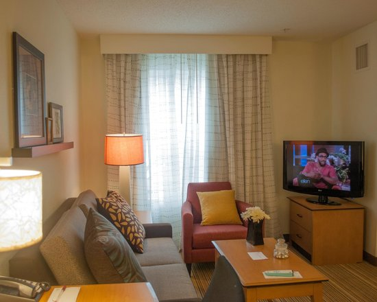 Residence Inn by Marriott Harrisburg Carlisle: Living Area One Bedroom Suite