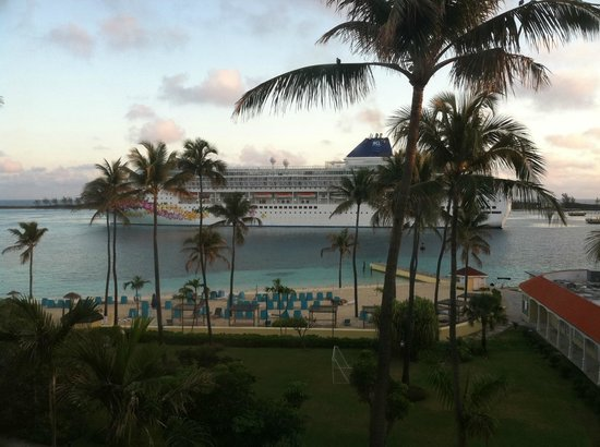 British Colonial Hilton Nassau: Enjoyed watching the cruise ships come in