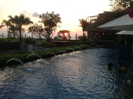 Sea Sun Sand Resort & Spa: sunset from pool area