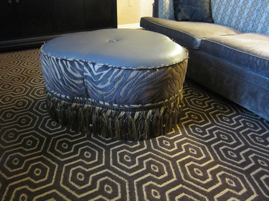 Hotel Julien Dubuque: Odd, ugly footstool