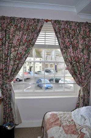 The Ilchester Arms Hotel: Lovely curtains