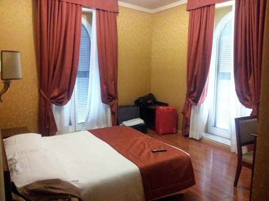Hotel Impero: Cosy rooms with high ceilings