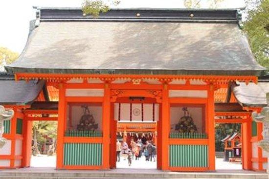 Sumiyoshi Shrine: 朱色鮮やか
