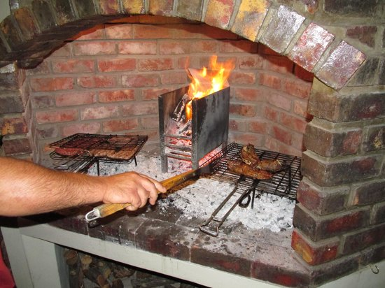 Jembjos Knysna Lodge & Backpackers: Braai availble to grill your own dinner