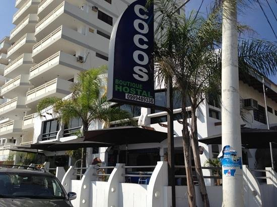 Cocos Hotel: front of hotel