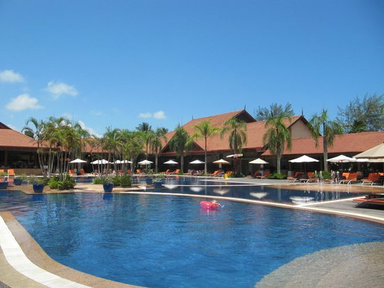 Club Med Cherating Beach: Pool deck