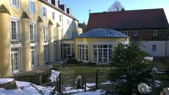 Hotel Villa Weltemuhle Dresden: Parkseite mit Frühstückspavillon