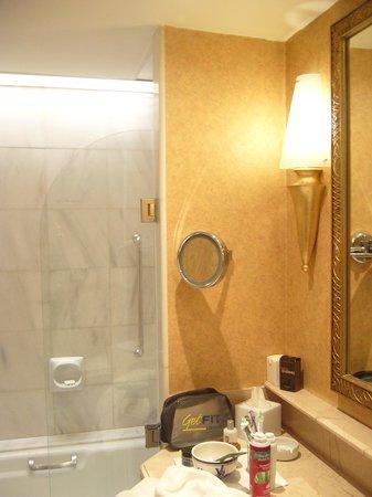 Swissotel The Bosphorus: Bathroom