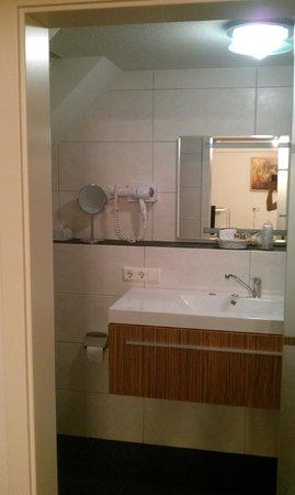 City Hotel: Badezimmer