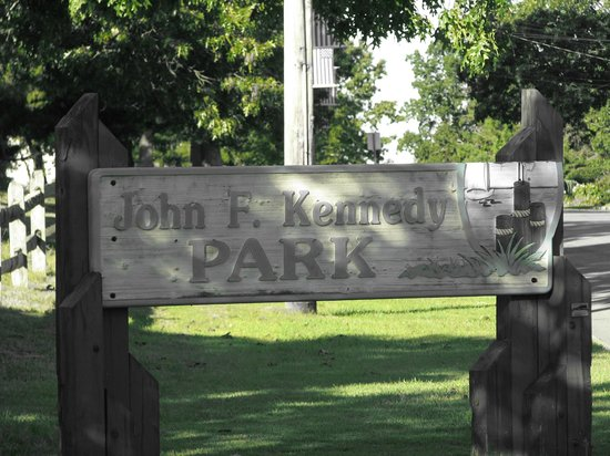 John F. Kennedy Park: A great little Quiet Park! Godspeed to Mr. Kennedy!