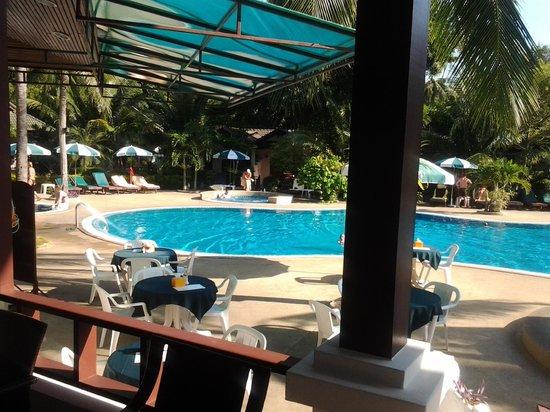 เฟิร์ส บังกะโล บีช รีสอร์ท: pool