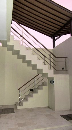Nusa Dua Retreat and Spa: Stairs to upper floor