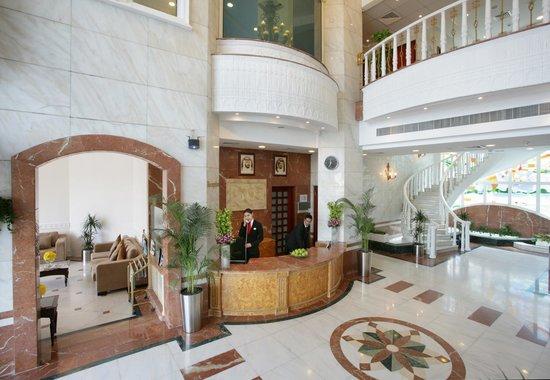 Ramada Beach Hotel Ajman: Hotel Lobby