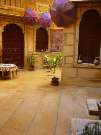 Hotel Suraj: Gorgeous entrance area