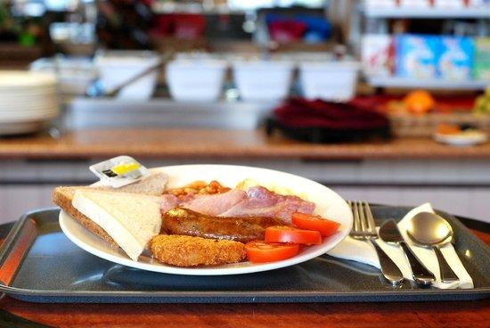 Ibis London Gatwick Airport: English buffet breakfast
