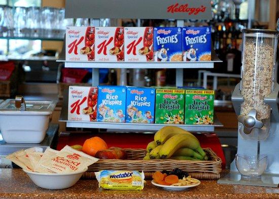 Ibis London Gatwick Airport: Continental buffet breakfast