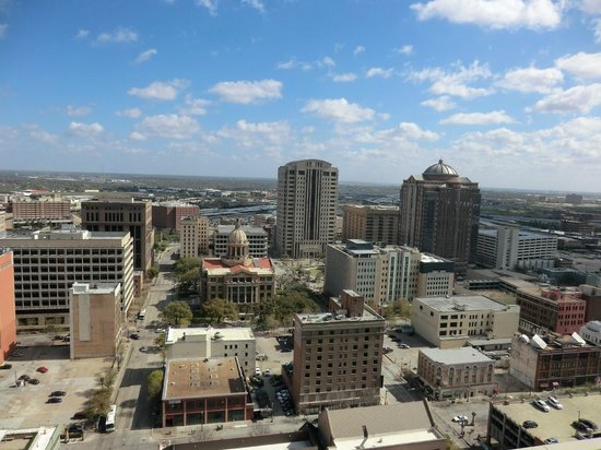 Magnolia Hotel Houston: view from roof and room