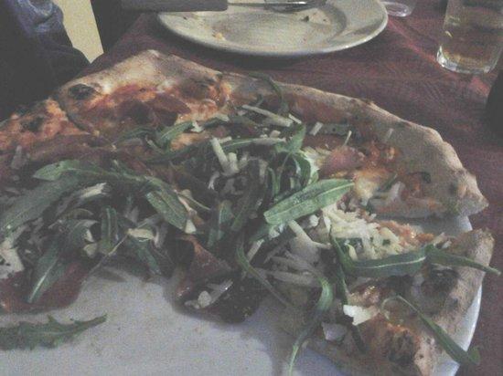La pizza 2 picture of i gemelli diversi foggia - Pizzeria gemelli diversi foggia ...