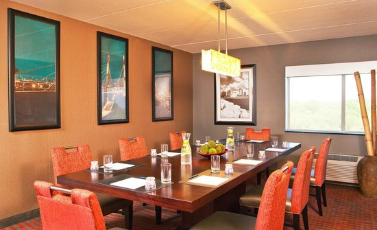 Four Points by Sheraton Milwaukee North Shore: Suite