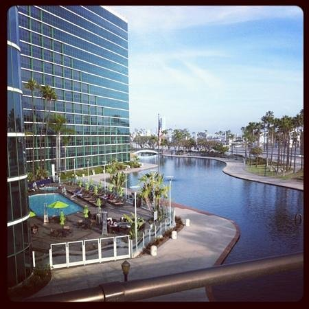 Hyatt Regency Long Beach: pool area & the lagoon