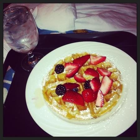 Hyatt Regency Long Beach: Room service breakfast