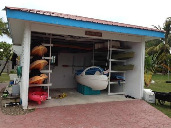 Hatchet Caye Resort: Activity Garage