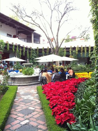 Restaurante Antiguo San Angel Inn: Central courtyard view.
