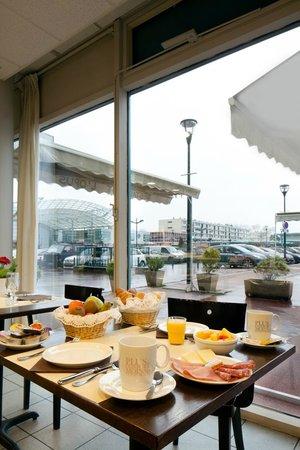 Kyriad Massy - Opéra : Salle de petit-déjeuner