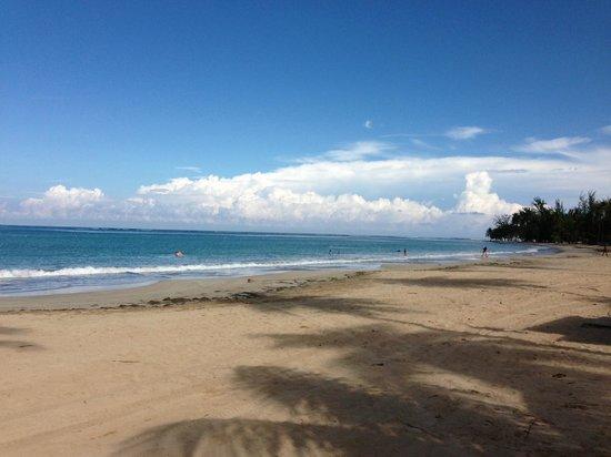 Condado Lagoon Villas at Caribe Hilton: Luquilla Beach